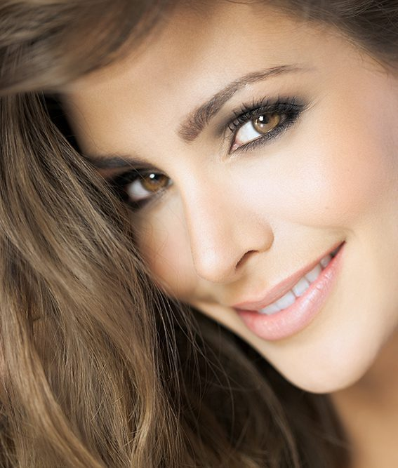 a beautiful smile of a woman with implants from the professional at Practice Tepper